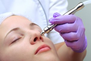 How Can I Become a Cosmetic Nurse